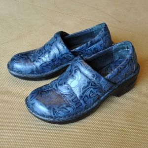 b.o.c. PEGGY Medium/Wide Clogs • Tooled Navy • 8 M